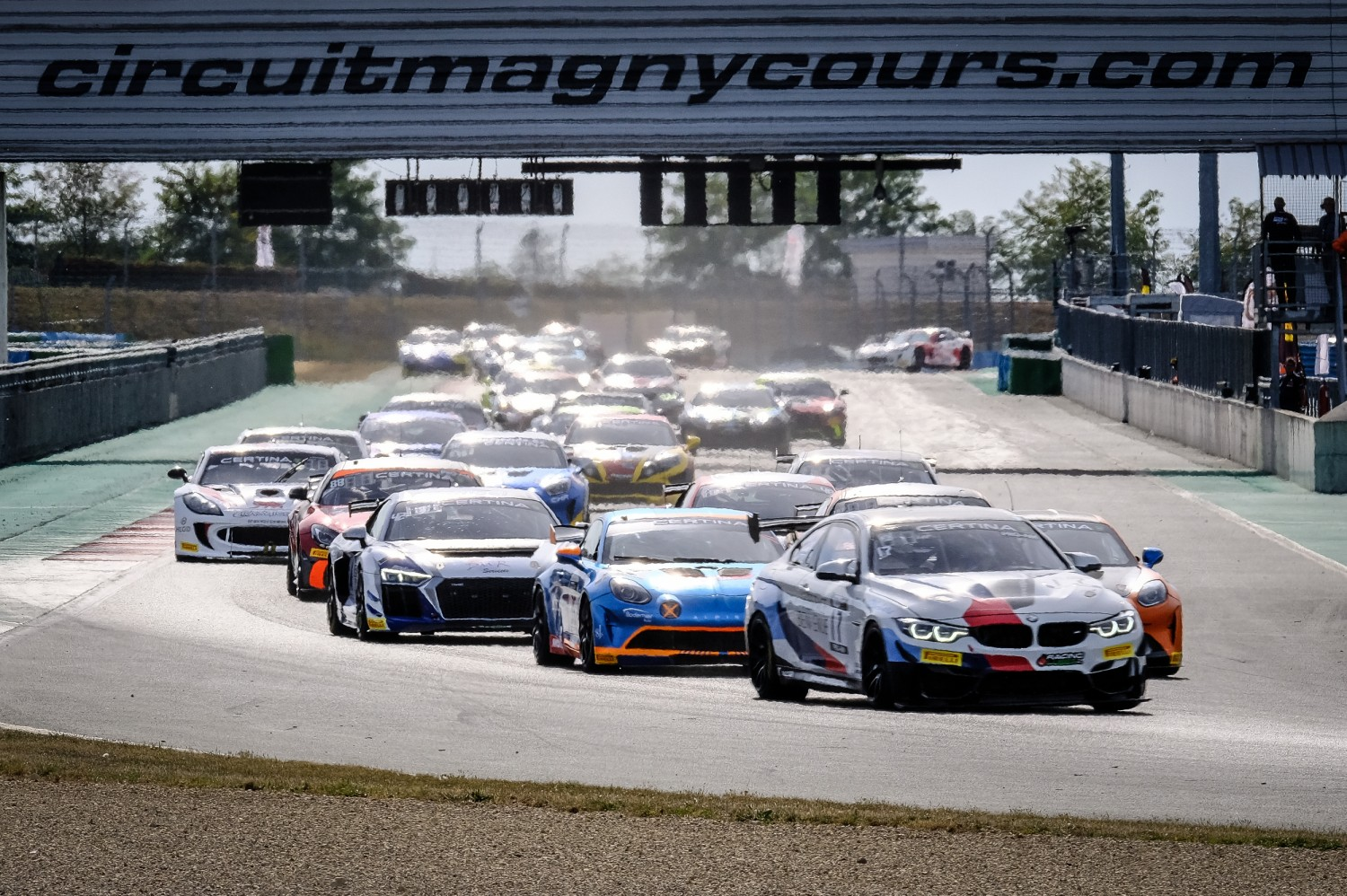 FFSA GT4 Magny cours 2020 depart